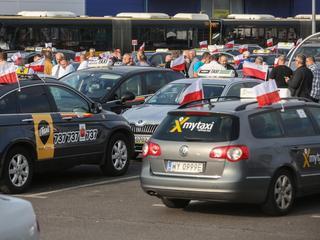 Gigantyczne korki w Warszawie. Protest taksówkarzy zablokował miasto