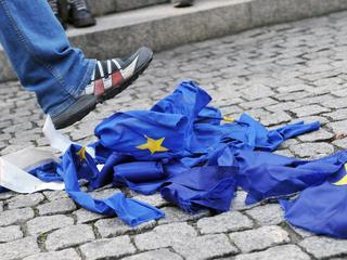 Polacy gotowi są opuścić Unię Europejską, byle nie przyjmować uchodźców