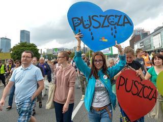Ulicami Warszawy idzie protest w obronie Puszczy Białowieskiej [ZDJĘCIA]