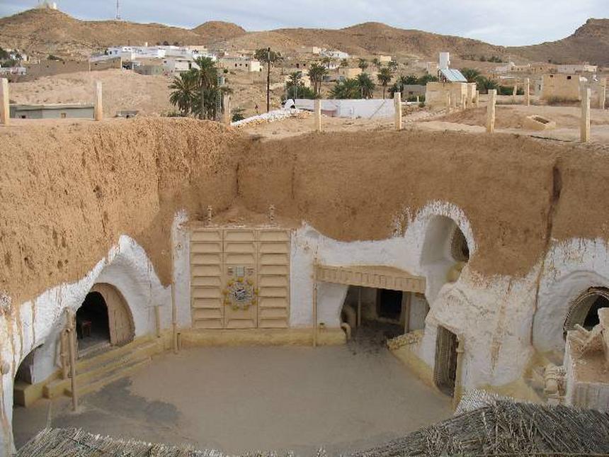 Hotel Sidi Driss - filmowy dziedziniec posiadłości Owenów, rodzinnego domu Luke'a Skywalkera