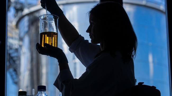 Laboratorium nauka naukowcy eksperyment