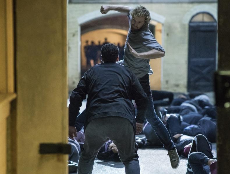 """Kadr z serialu """"Iron Fist"""" od Netflixa"""