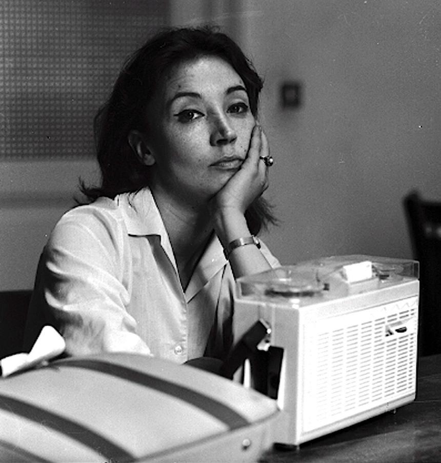 Na zdjęciu archiwalnym z dnia 5 lipca 1963 roku kontrowersyjna włoska dziennikarka i pisarka Oriana Fallaci. Fallaci zmarła w wieku 76 lat w nocy z 14 na 15.09.2006 roku we Florencji.