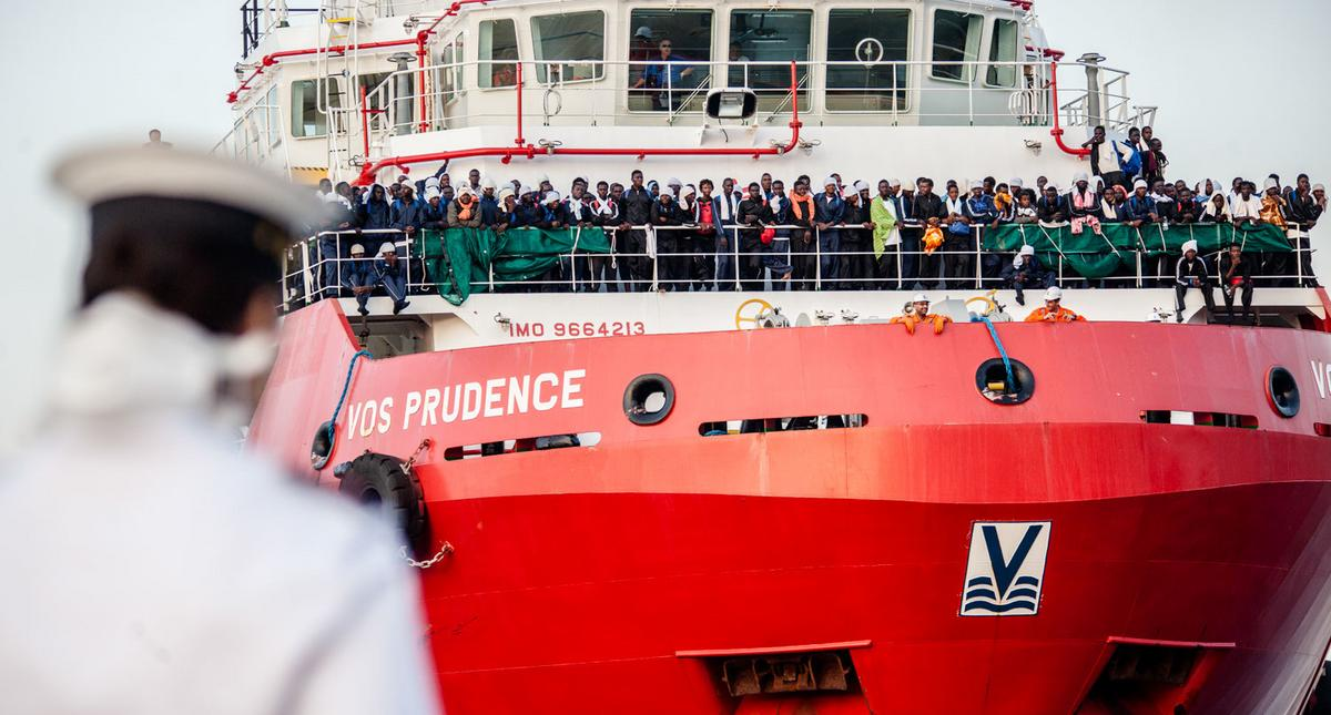 Hundreds of Migrants Rescued By Italian Coast Guard