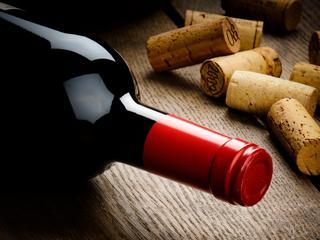 Czerwone wino i ciemna czekolada czynią cuda. Przełomowe odkrycie naukowców