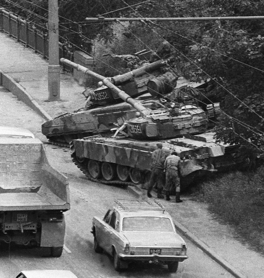19 sierpnia 1991 r. czołgi w centrum Moskwy.