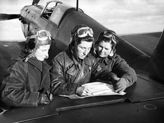 """""""Nocne Wiedźmy"""". Jak radzieckie kobiety walczyły z lotnikami Hitlera"""