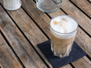 Spieniacze do mleka. Niezbędny gadżet prawdziwego kawosza