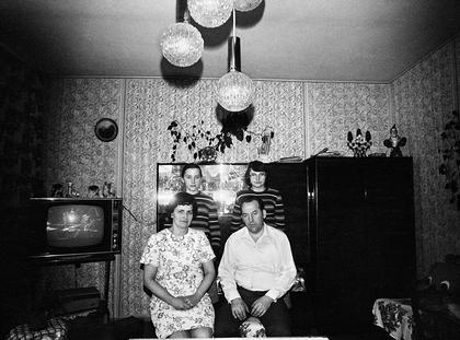 """Na cykl fotograficzny """"Zapis Socjologiczny"""" składa się łącznie ponad trzydzieści tysięcy fotografii, w przeważającej części są to zdjęcia czarno-białe."""