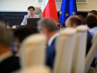Beata Szydło przyznała premię... samej sobie
