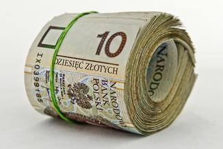 Koniec z wypłatami w gotówce? Ministerstwo chce ich zakazać