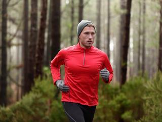 Do biegania i na narty – koszulki termiczne na zimę