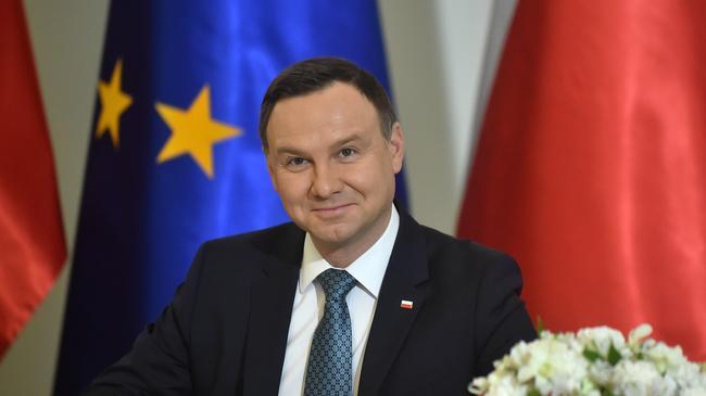 Prezydent Andrzej Duda przez prezydenta Andrzeja Dude ustawy obizajacej wiek emerytalny