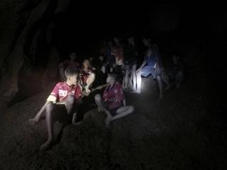 Dramatyczna sytuacja uczniów uwięzionych w jaskini