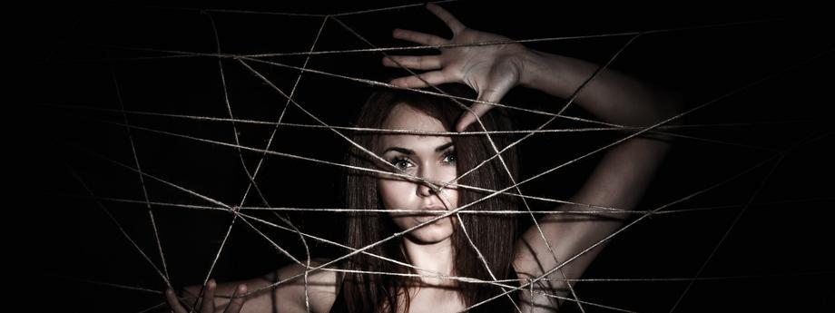 kobieta przemoc uwięzienie