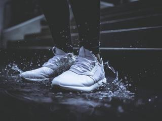 Sportowe obuwie na wiosnę. Jakie wybrać w zależności od aktywności?