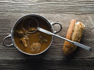 Najedz się do syta – pyszna zupa gulaszowa.