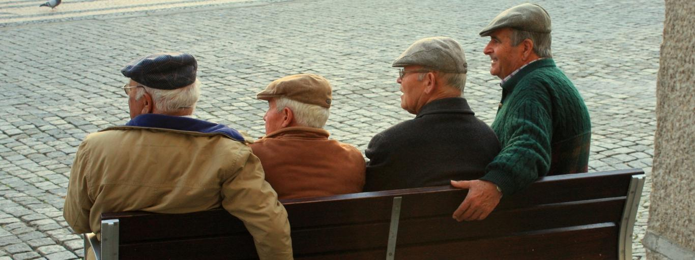 Starsi panowie na ławce (bez psa)
