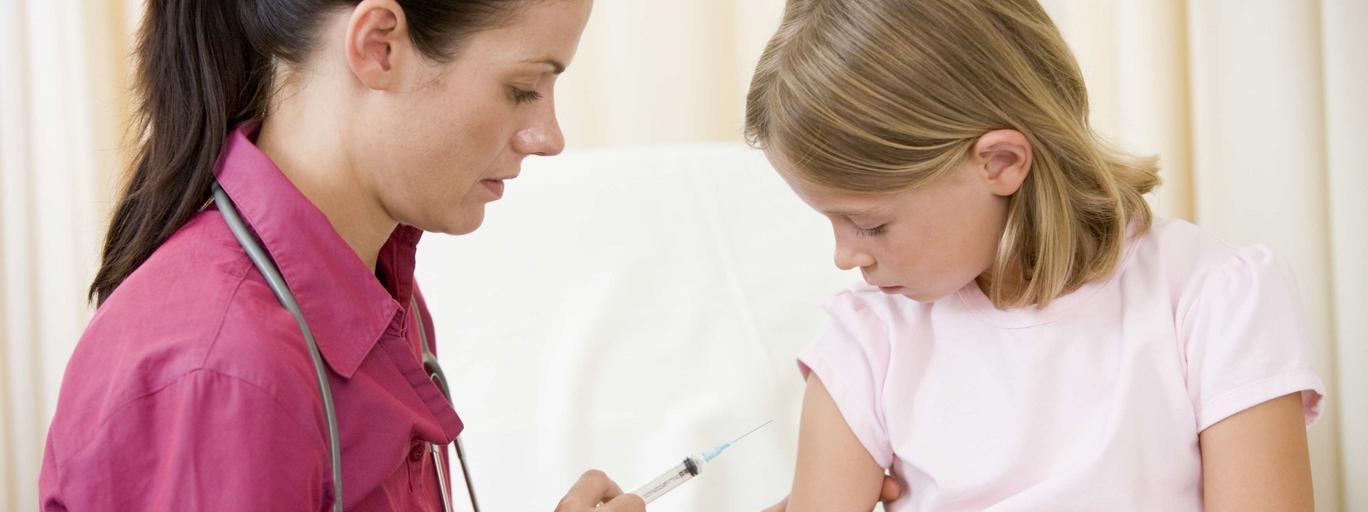 Szczepienie dziecka, zastrzyk, szczepionka