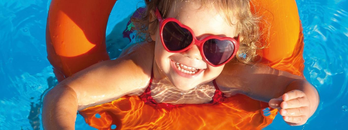 Dzień dziecka dziecko basen