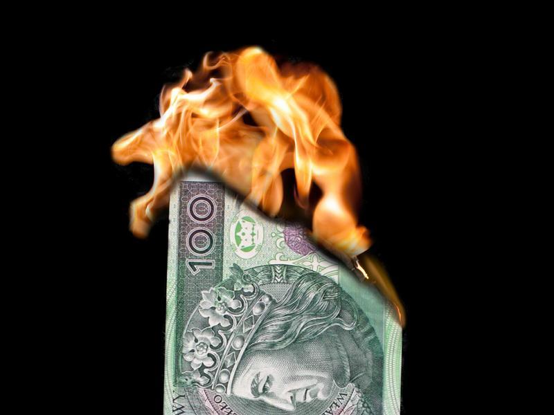 pieniądze złoty ogień płomień