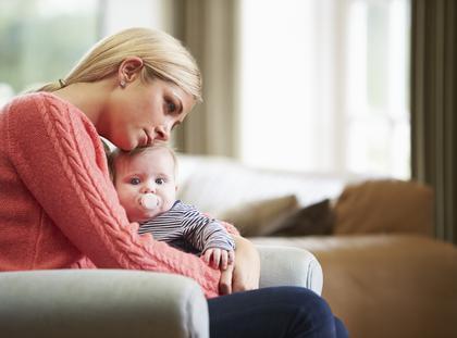 samotna matka dziecko smutek matka z dzieckiem