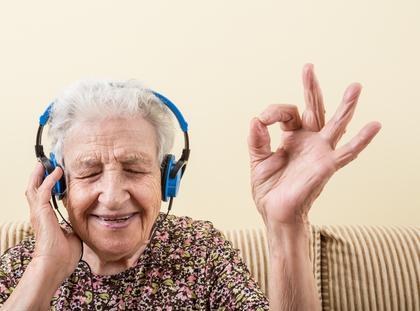 seniorzy starość radość