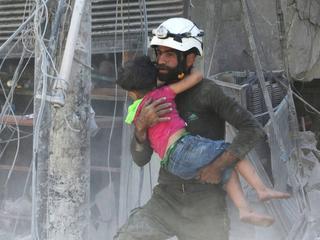 Uratowali życie 100 tys. osób w Syrii. Kim są Białe Hełmy?