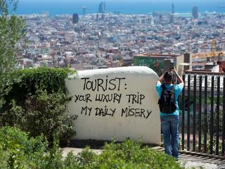 Fala turystów zalewa świat
