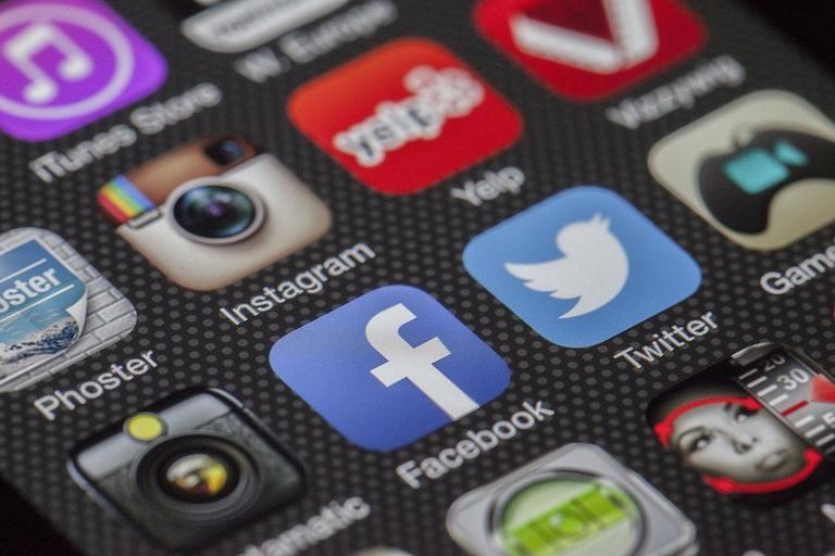 media społecznościowe facebook instagram twitter