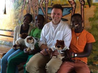Afrykańskie dzieci Szymona Hołowni