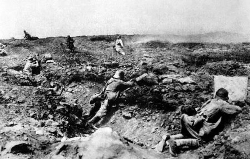 Żołnierze w okopach I wojny światowej