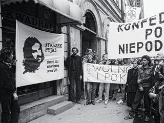 Bić korowską opozycję