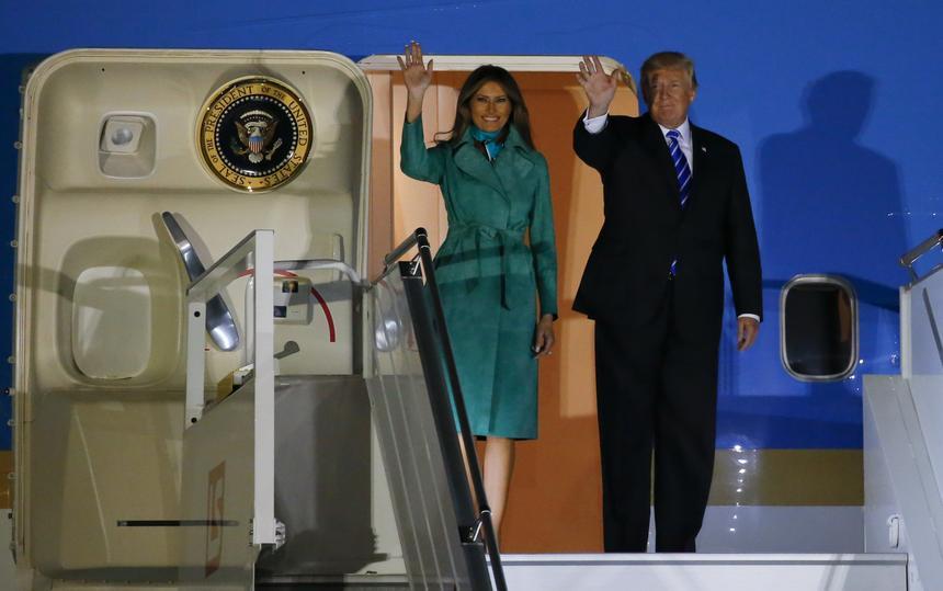 Donald Trump wraz z żoną Melanią na lotnisku im. Fryderyka Chopina w Warszawie