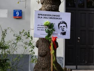 """Była zmorą """"czyścicieli kamienic"""", zginęła spalona żywcem w lesie pod Warszawą"""