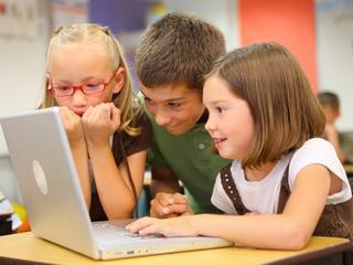 Jak technologia zmieniła wyposażenie ucznia