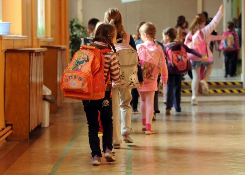 Czego tak naprawdę uczą się na lekcjach religii polskie dzieci? (fot. Marcin Bielecki/PAP)