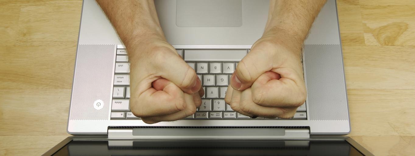 Internet komputer hejt trolling agresja