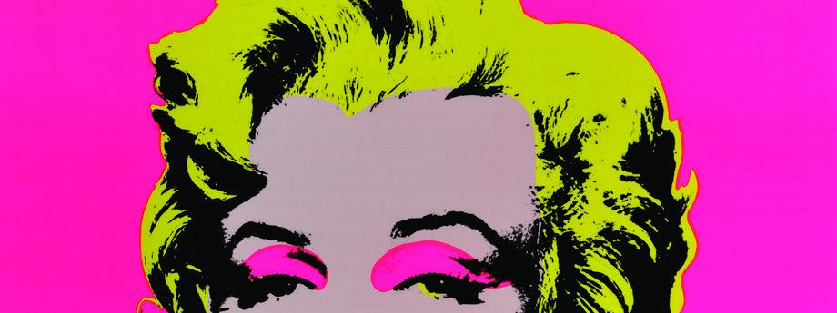 Urodzony w 1928 roku Warhol, potomek imigrantów ze Słowacji od dzieciństwa obsesyjnie śledził popkulturę, a jego największą fascynacją była postać aktorki Marilyn Monroe. Portet Marilyn z 1962 roku stał się zaś jedną z najpopularniejszych prac artysty. N