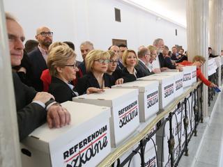 Prawie milion Polaków chce referendum ws. reformy edukacji. Co na to PiS?