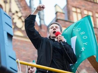 Czy odpływ młodych od Kościoła zmieni polską politykę?