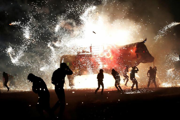 Pokaz fajerwerków podczas święta San Juan de Dios w Tultepec na obrzeżach miasta Meksyk