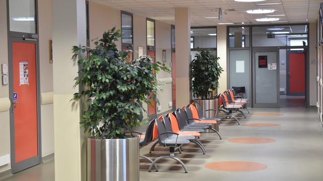 Poczekalnia poradni Wojewódzkiego Specjalistycznego Szpitala Dziecięcego św. Ludwika