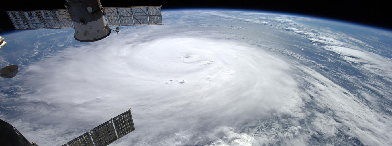 Huragan Gonzalo, fotografia z satelity ziemia kula ziemska