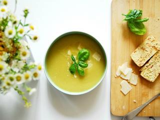 Zupa z cukinii – przepis na szybki obiad