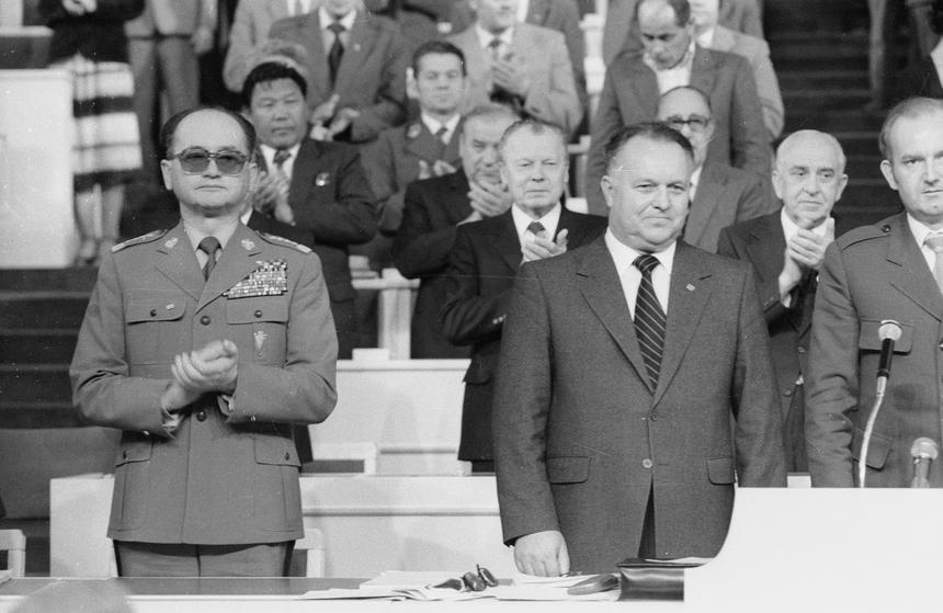 Wojciech Jaruzelski i Stanisław Kania na IX Nadzwyczajnym Zjeździe PZPR w 1981 roku.