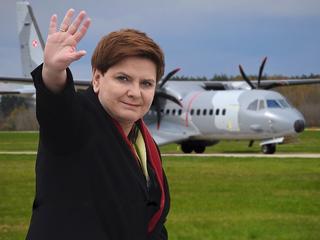 """Ponad milion złotych. Tyle kosztowały prywatne loty Beaty Szydło """"powietrzną taksówką"""""""