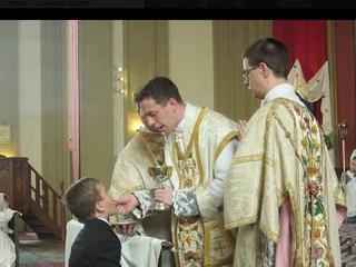 """""""Na kolana i do ust"""". Ksiądz na Facebooku uczy jak powinno być """"po katolicku"""""""