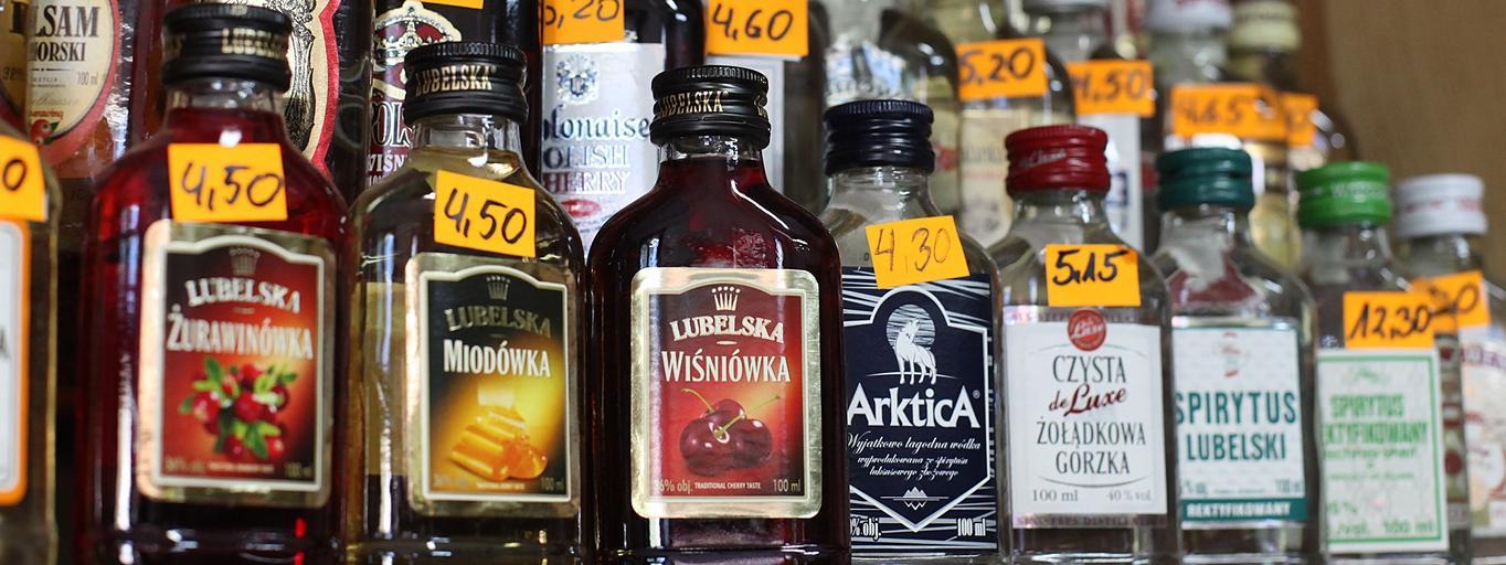 alkohol w małych butelkach