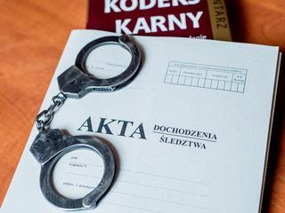policja przestępstwo kajdanki akta